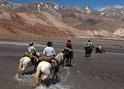Crossing The Andes River Crossing on the Crossing of the Andes Ride